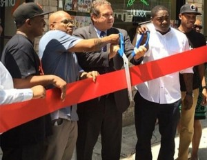 Styles P and Jadakiss open juice bar in the hood